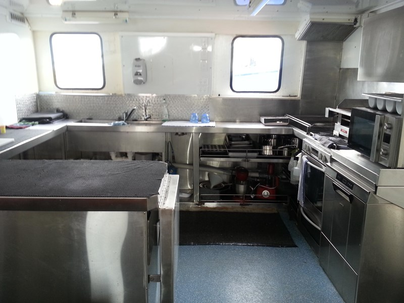 dive charter/accommodation vessel in survey - class 1b for 28 pax 197216 002