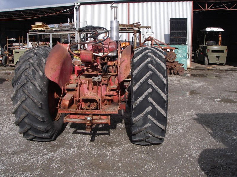 case ih 554 tractor (wrecking parts only) 221656 002
