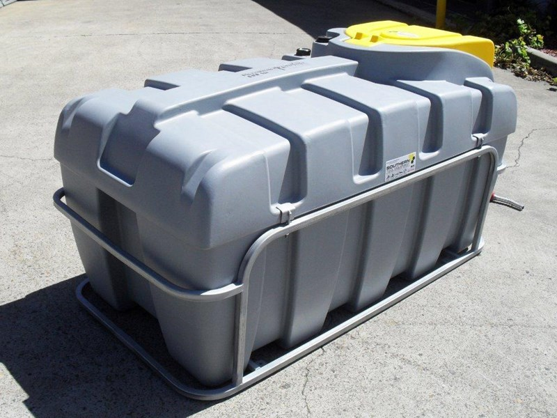 lockable & secure poly diesel unit / 800l diesel fuel tank with mounting frame [dm800mf] [tfpoly] 243065 003