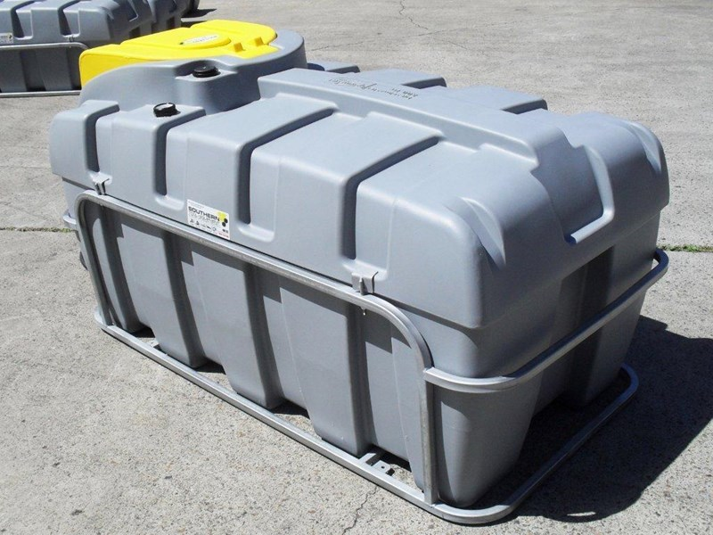 lockable & secure poly diesel unit / 800l diesel fuel tank with mounting frame [dm800mf] [tfpoly] 243065 004