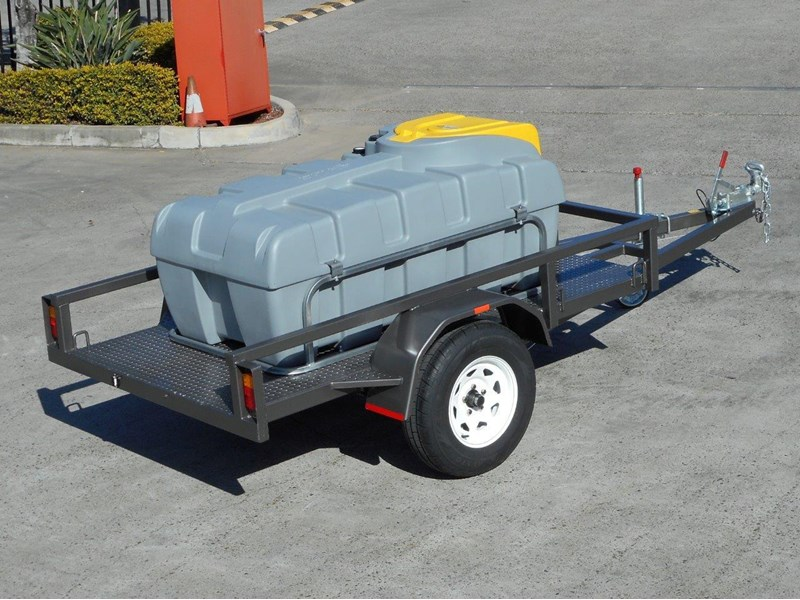 lockable & secure poly diesel fuel trailer [on road] 600l enclosed [tfpoly] [attftrail] 243055 006