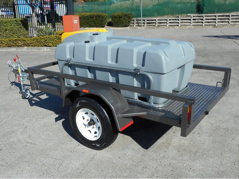 lockable & secure poly diesel fuel trailer [on road] 600l enclosed [tfpoly] [attftrail] 243055 007