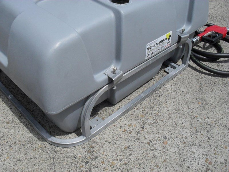 lockable & secure poly diesel fuel tank 200l/ unit with mounting frame [dm200mf] [tfpoly] 243024 011