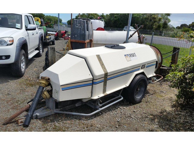 pearce 1600 trailed sprayer 252701 002