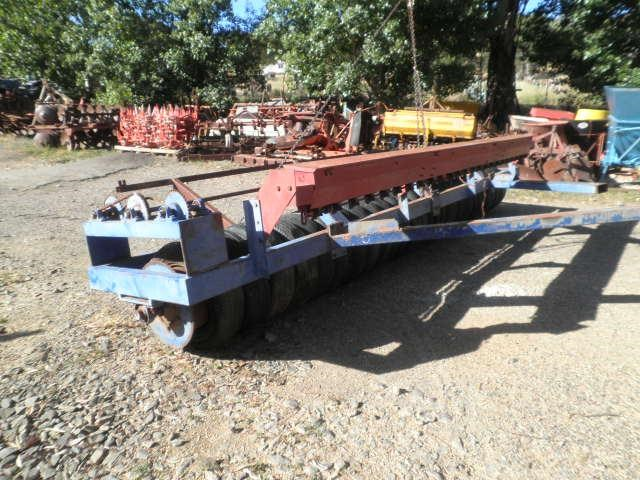 eddington 16' multi tyre roller seeder 256219 003