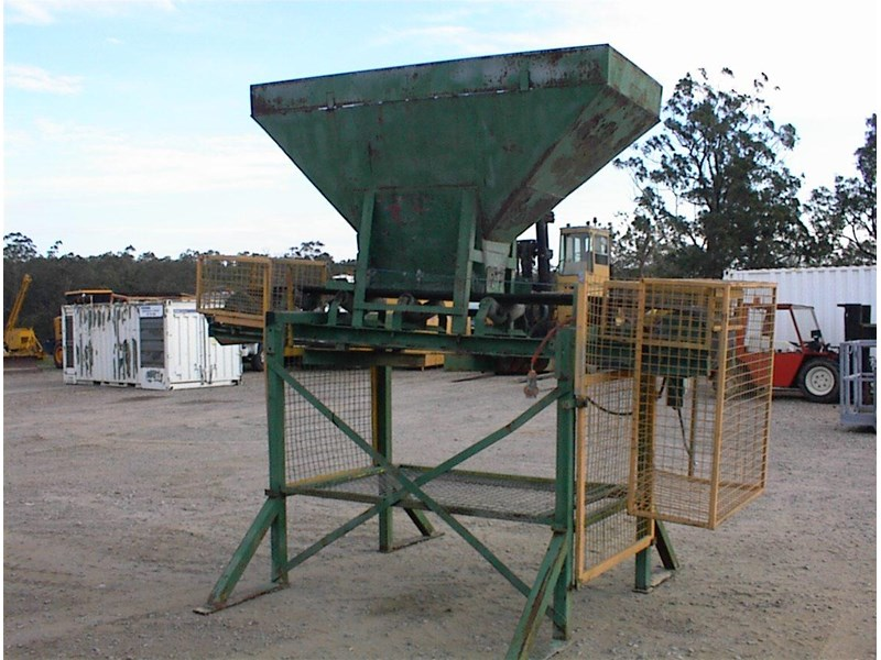 custom built bag filling conveyor bin 260608 004