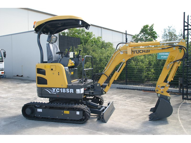 yuchai 1.8ton excavator and trailer combo 275750 002