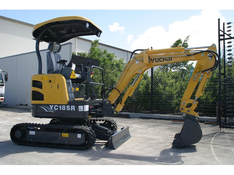 yuchai 1.8ton excavator and trailer combo 275750 003