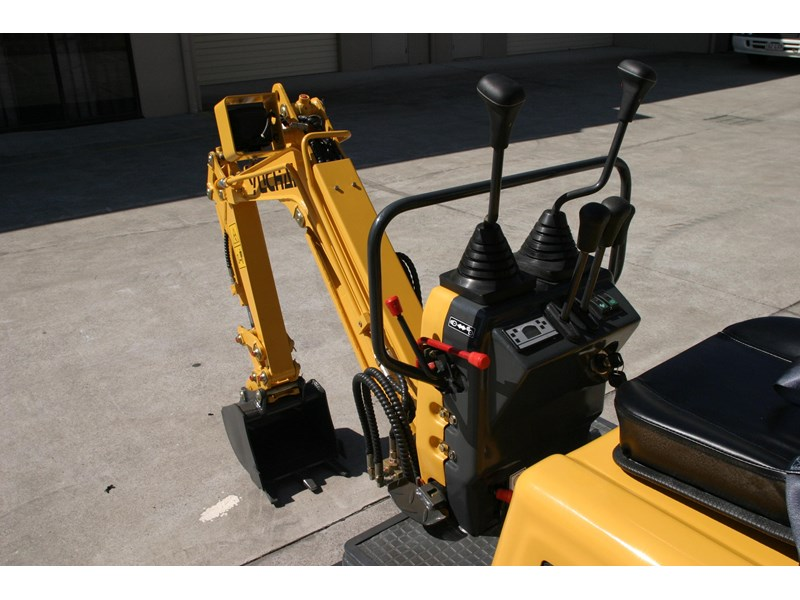 yuchai yc08-8 excavator and trailer combo 275748 009