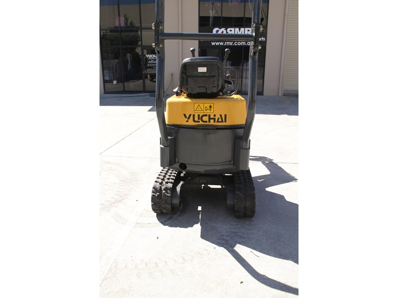 yuchai yc08-8 excavator and trailer combo 275748 010