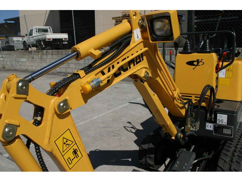 yuchai yc08-8 excavator and trailer combo 275748 011