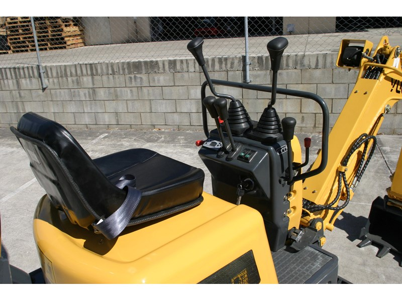 yuchai yc08-8 excavator and trailer combo 275748 012
