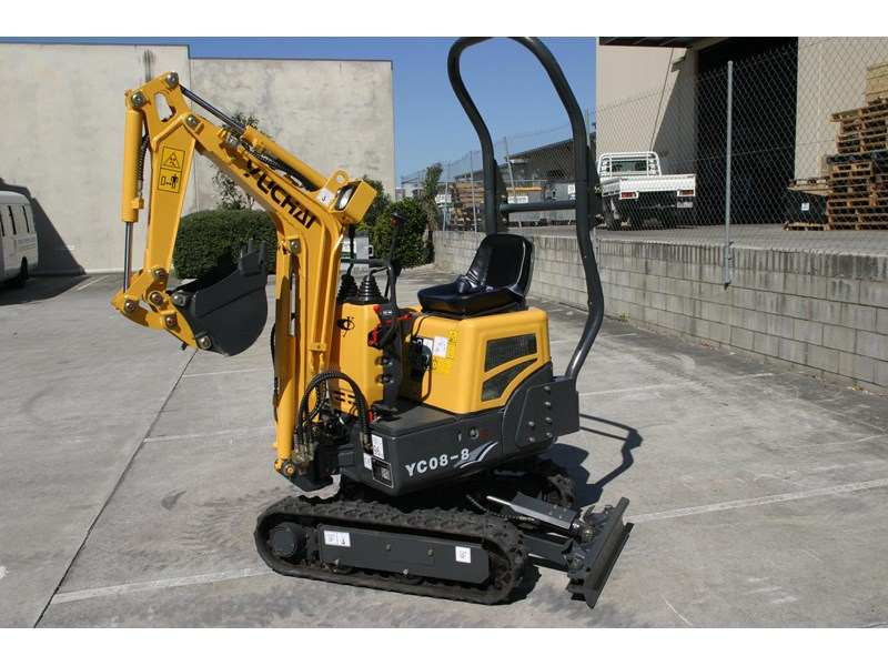 yuchai yc08-8 excavator and trailer combo 275748 014