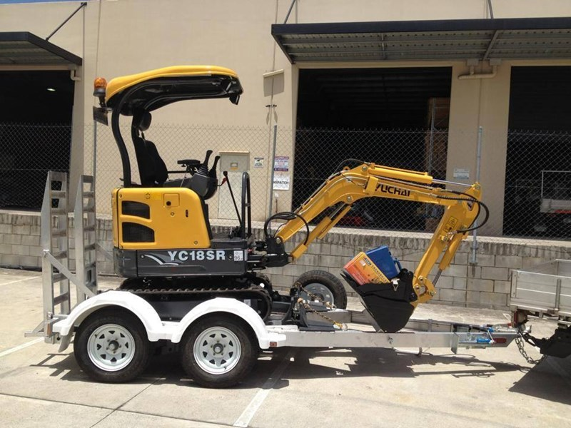 yuchai 1.8ton excavator and trailer combo 275750 013