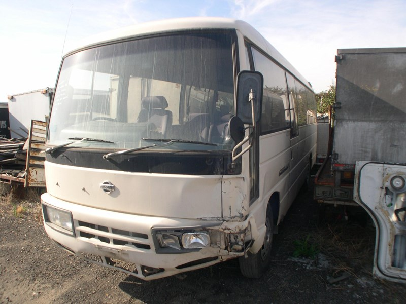 nissan civilian bus 295840 001