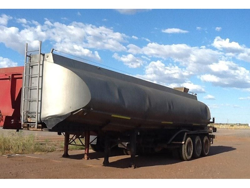 custom tri axle water tanks 296216 001