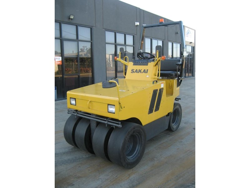 sakai multi tyre roller for hire 23206 001