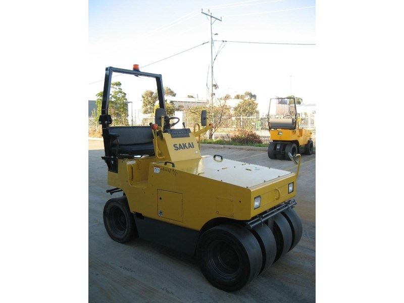 sakai road roller for hire 24708 002