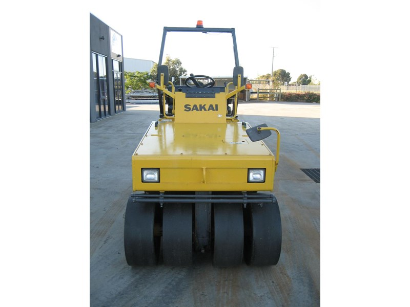 sakai road roller for hire 24708 005