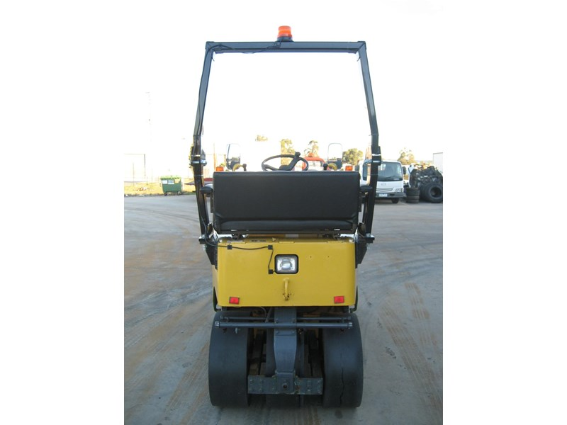 sakai multi tyre roller for hire 23206 006