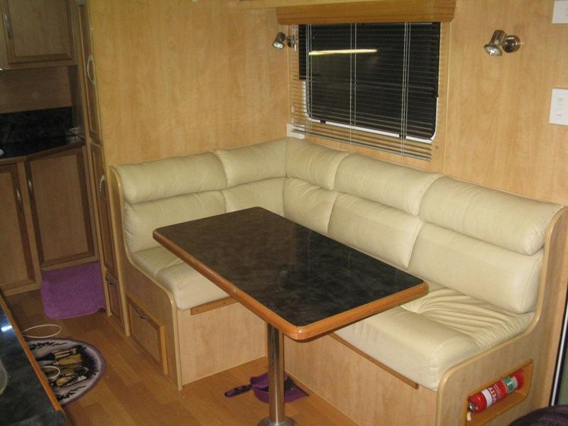 billabong custom caravans grove176 290726 012