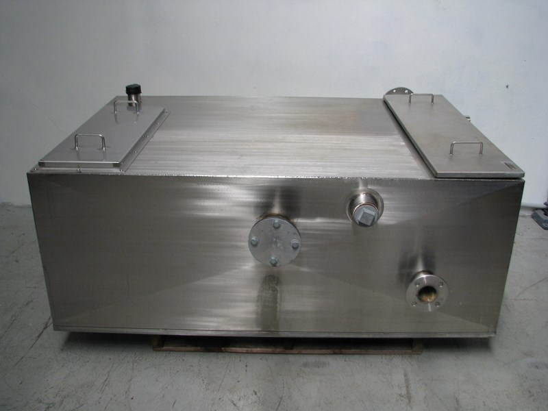 fabricated stainless steel tank 1550l 302605 001