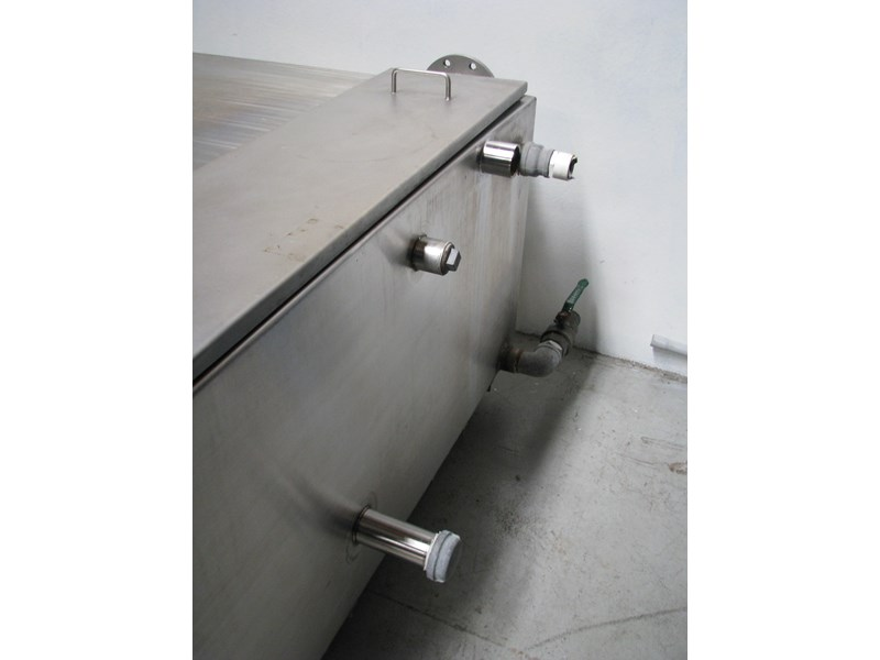 fabricated stainless steel tank 1550l 302605 005