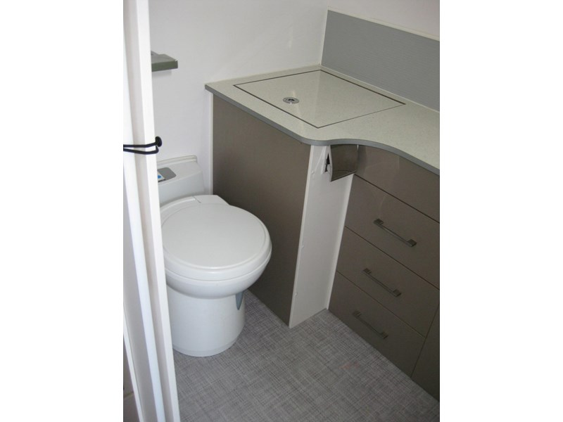 new age oz classic 22ft ensuite 306014 009