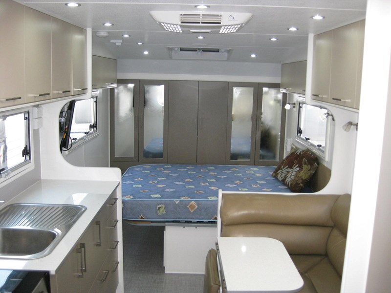 new age oz classic 22ft ensuite 306014 001