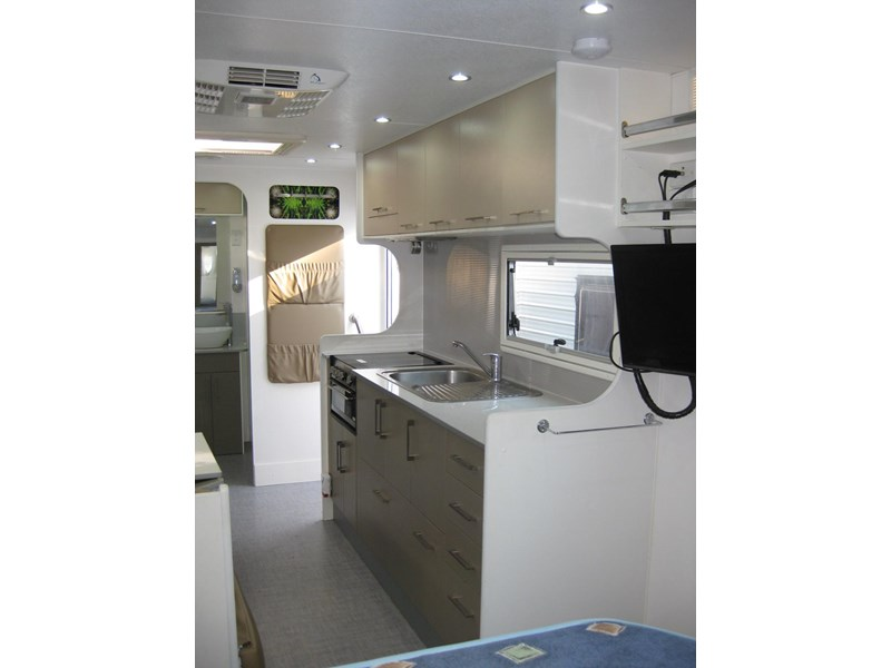 new age oz classic 22ft ensuite 306014 017