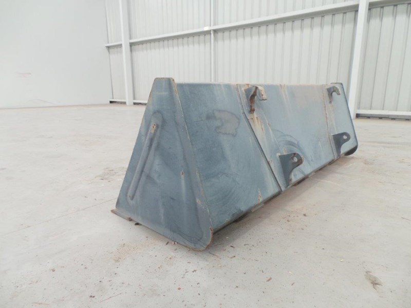 workmate 1860mm gp bucket 313157 003