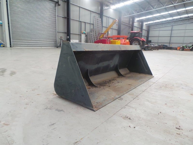 workmate 1860mm gp bucket 313157 006