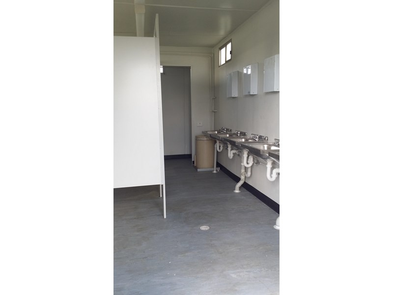 mcgregor 5.5m x 3.3m  toilet block 313378 005