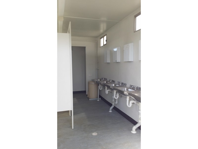 mcgregor 5.5m x 3.3m  toilet block 313378 006