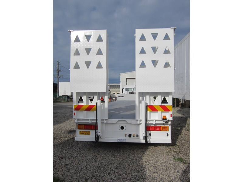 ati drop deck with bi-fold ramps 15763 001