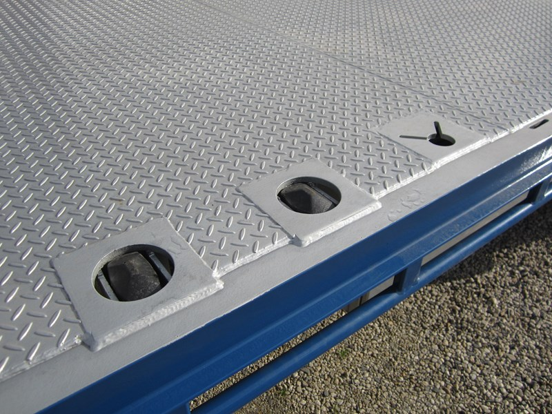 ati drop deck with bi-fold ramps 15763 006