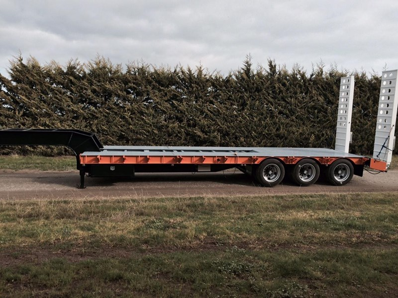 bullet tri axle low loader 295564 004