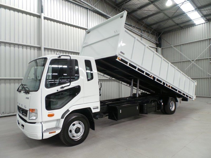 fuso fighter 1024 323567 008