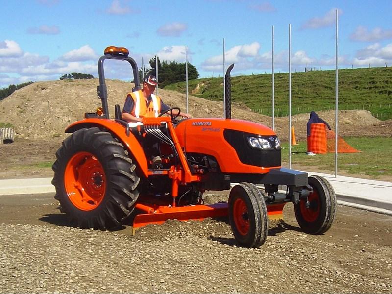 2 Motor Tractor : Kubota m hp tractor grader for sale