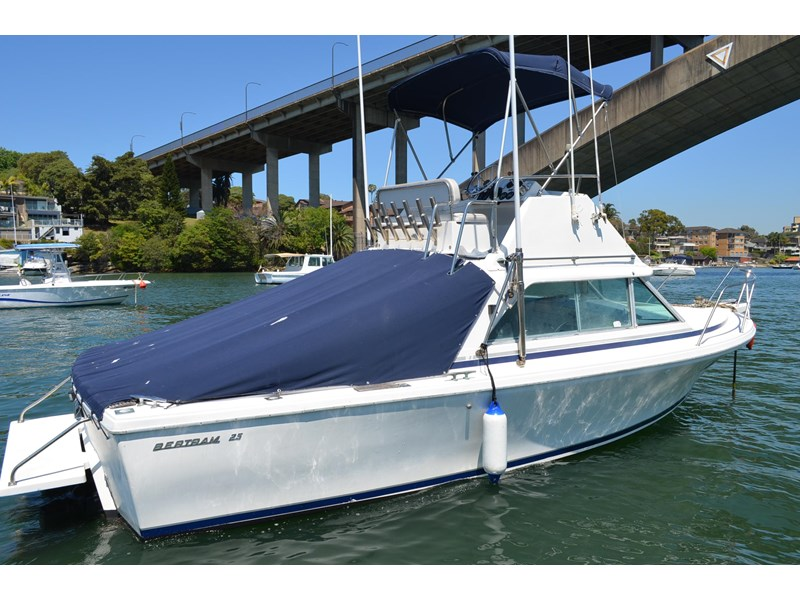 bertram 25 flybridge 338000 003