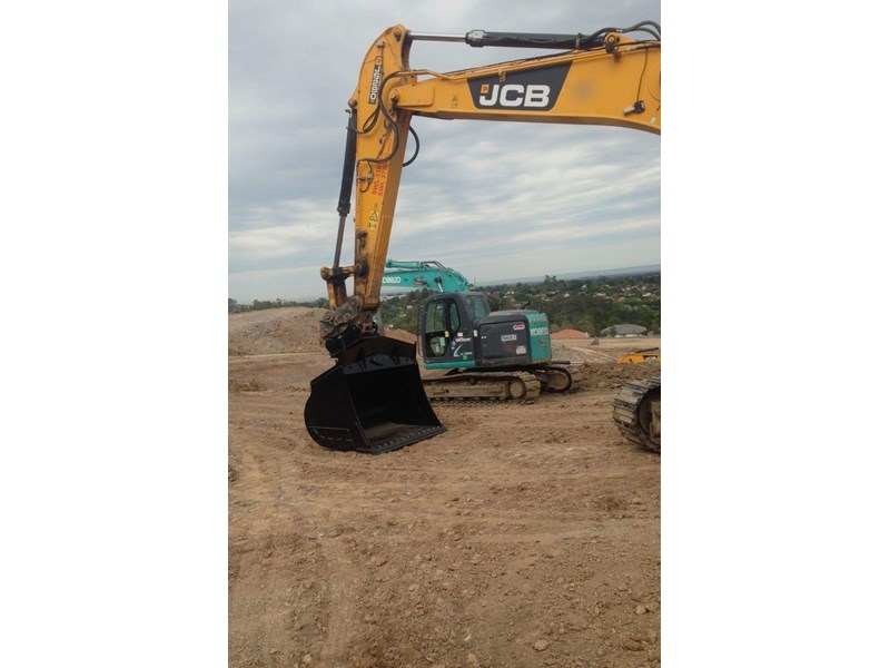 australian bucket supplies skeleton bucket fitted w/ boe to suit 5-6t excavators 316921 014