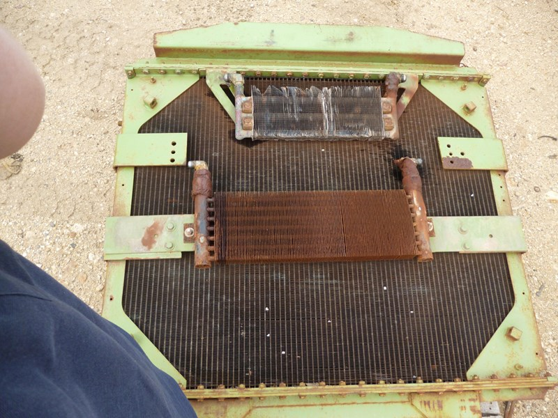 kenworth radiator (c500 bigfoot) 341146 004