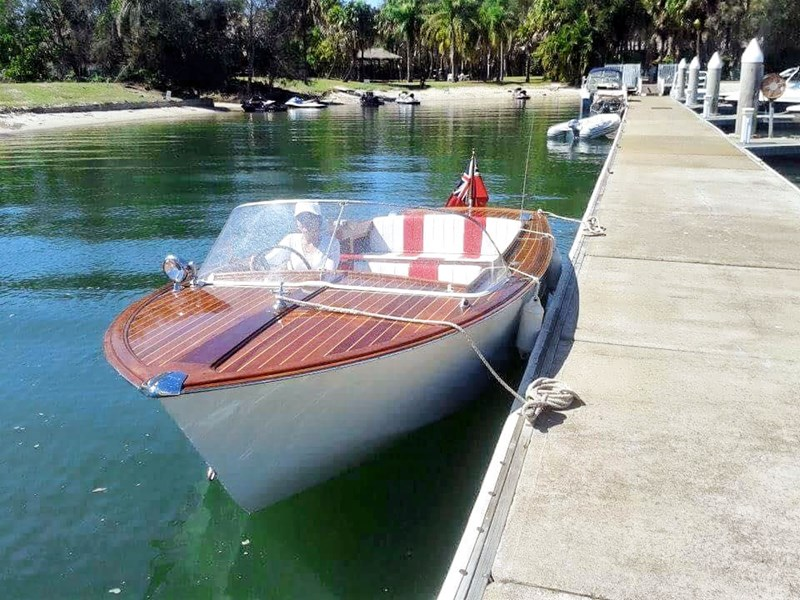 chris craft speedboat 355120 001