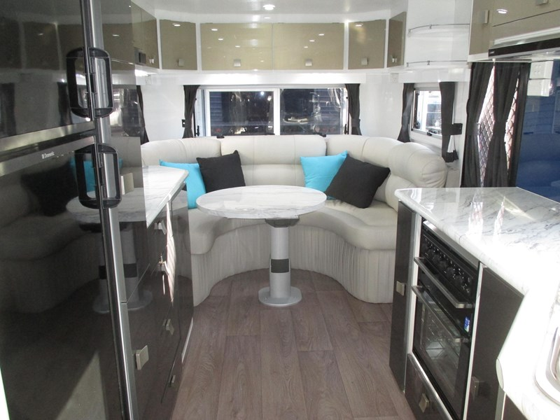 traveller prodigy 24' club lounge 360095 005