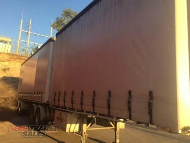 freighter semi 19m curtainsider b double set 307752 003