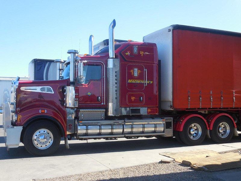 2011 Kenworth T909 For Sale