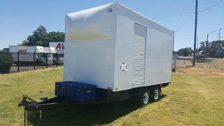 bee jay furniture trailer 375783 001