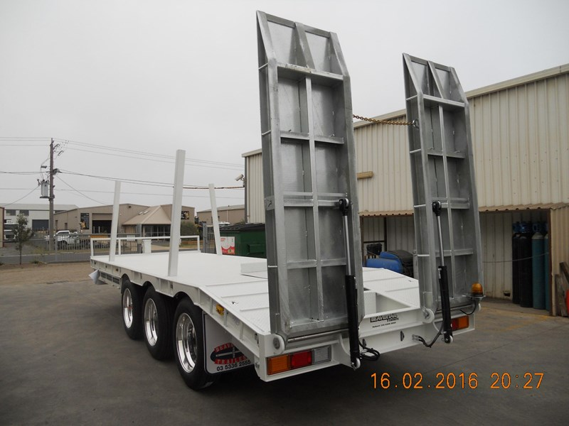 beavertail tri axle 373287 013