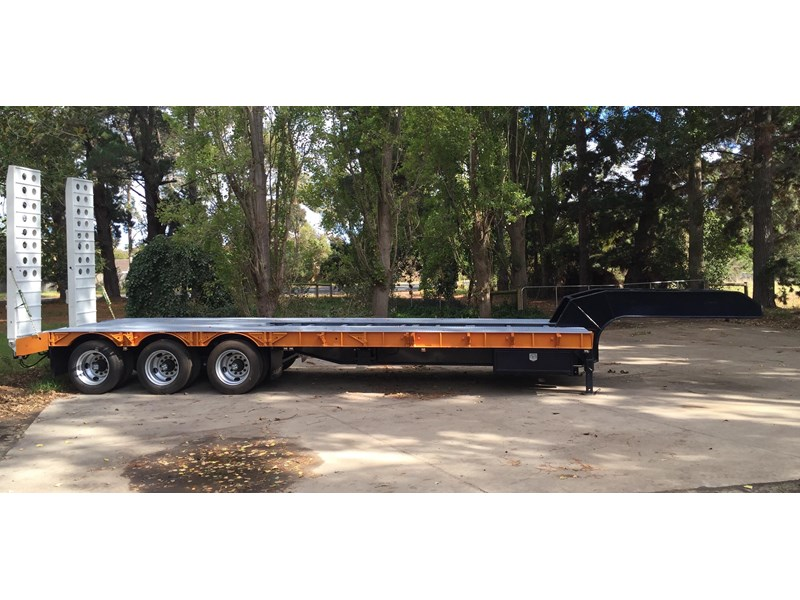 bullet tri axle low loader 295564 012