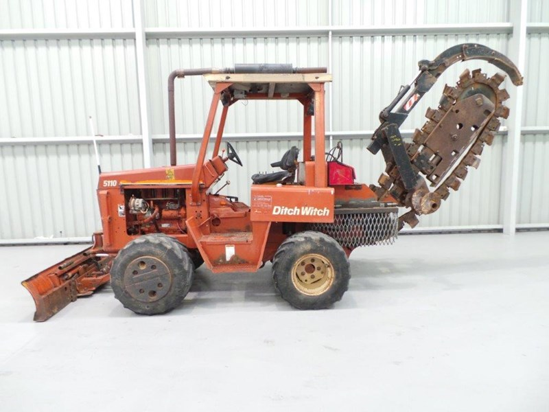 ditch witch 5110dd ride on trencher 376558 002